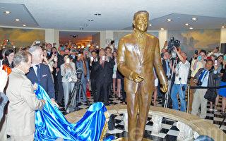 """总统""""回娘家"""" 里根铜像在州府大楼揭幕"""