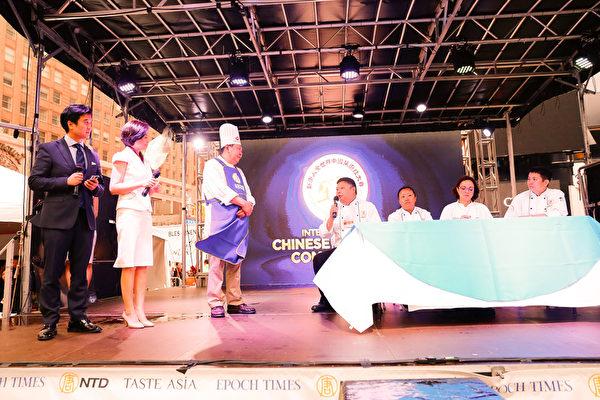 6月27日,來自馬里蘭的吳守功師傅榮獲第七屆新唐人全世界中國菜廚技大賽魯菜組銅獎。(戴兵/大紀元)