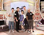 電影《角頭》主要演員王陽明、許孟哲、小馬、張立東上中天《SS小燕之夜》和張小燕合照。(中天提供)
