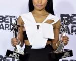 6月28日晚,妮琪·米娜(Nicki Minaj)在洛杉磯的微軟劇院Microsoft Theater出席第15屆黑人娛樂電視頒獎典禮。(Earl GibsonIII/Getty Images for BET)