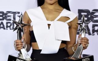 黑人娱乐电视大奖 人气歌手热力开唱
