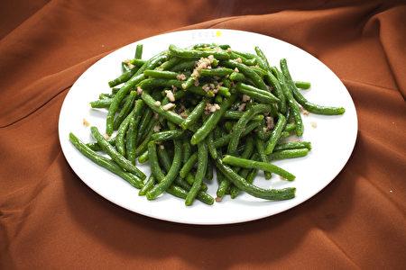 新唐人電視臺舉辦的2011年第四屆「全世界中國菜廚技大賽」在紐約時代廣場賽場盛大登場