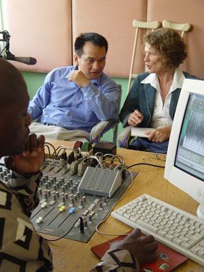 梁大卫接受黑人区最大广播电台采访。(大纪元)