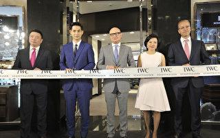 周渝民(左二)出席之名錶商在台北101品牌專賣店開幕剪綵活動。(公關提供)