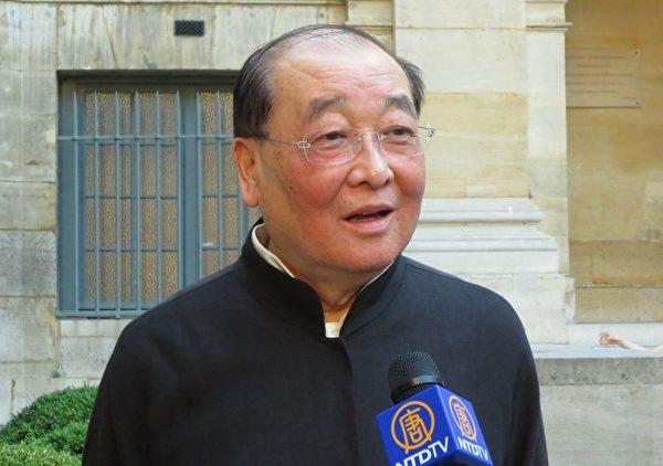 台灣文化部長洪孟啟接受了記者採訪,並強調了敬神是台灣文化的一部份。(金湖/大紀元)