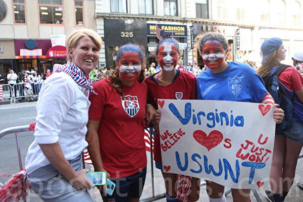 來自弗吉尼亞州維也納鎮的媽媽和3個女兒Tedi、Cia和Amalia。(杜國輝/大紀元)