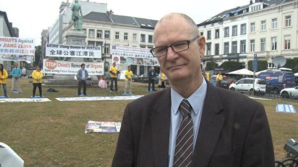 人權無疆界組織政策顧問Mark Barwick接受採訪。(大紀元)