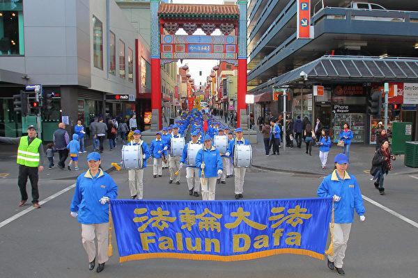 墨尔本法轮功学员纪念7‧20十六周年大游行