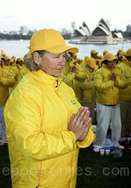 悉尼法輪功學員集會紀念反迫害16週年(洛亚/大紀元)