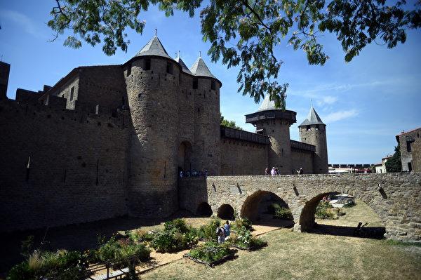 法國中世紀卡爾卡松城堡。(STEPHANE DE SAKUTIN/AFP)