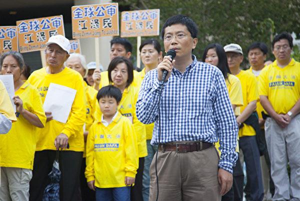 洛杉磯法輪功發言人、加州大學洛杉磯分校(UCLA)教授吳英年說,法輪功學員起訴江澤民,不僅是在為自己爭取權利,也是在為全中國人抗暴、爭取信仰自由權利和做好人、明白真相的權利。(季媛/大紀元)