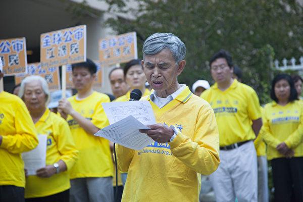 來自四川的77歲的唐世昌,在被非法關押期間曾被打毒針,昏迷15天,至今記憶、思維仍受到影響。(季媛/大紀元)