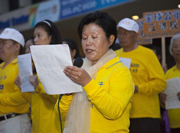 58歲的康淑芝,曾經是建築設計高級工程師。10多年來,她被非法抓捕5次,關押長達692天。出來之後又被迫逃亡,流離失所,九死一生。(季媛/大紀元)