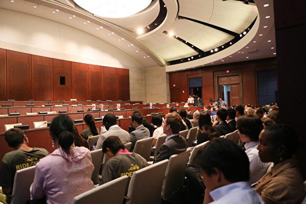 美國國會及行政當局中國委員會(CECC)舉行人權聽證會,邀請多位人權活動人士出席,聽證會現場。(李莎/大紀元)