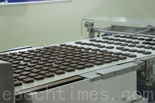 宏亚食品采用优质原料生产巧克力。(施芝吟/大纪元)