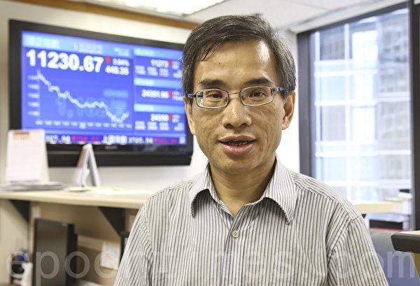 信诚证券副总经理何智威说,由于金融机构的孖展收紧亦减少资金流入市场,沽货占多数,导致A股出现8年新低。(余钢/大纪元)