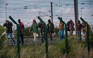 玩命闯英国边界 两千非法移民受阻
