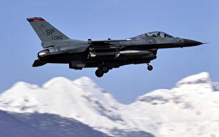 F-16战机加州高速上方低空飞掠 视频曝光