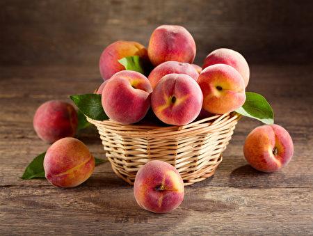 新鮮的桃子(fotolia)