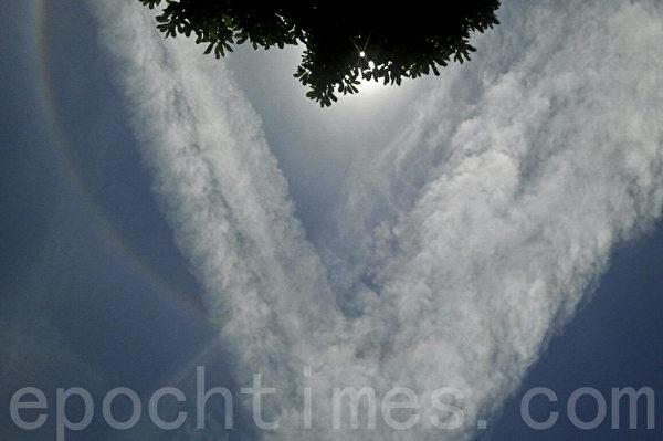 香港天空现七彩日晕奇观。(读者提供)