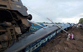 印度洪水淹铁轨 火车出轨至少27死