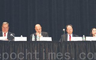 辩论会现场,由左至右依次为共和党候选人康坎农(Joe Concannon)、民主党候选人弗里德里奇(Bob Friedrich)、郭登祺(Barry Grodenchik)和林奇(Rebecca Lynch)。(钟鸣/大纪元)