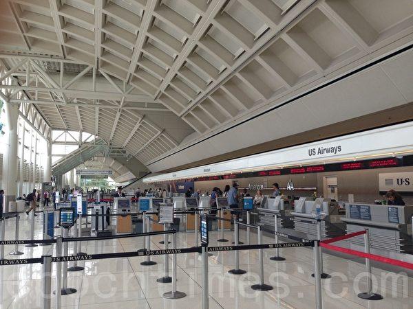 8月12日清晨﹐安大略國際機場安檢人員在入口掃描儀上發現旅客隨身攜帶的包裡有假手榴彈。圖為安大略國際機場。(薛文/大紀元)