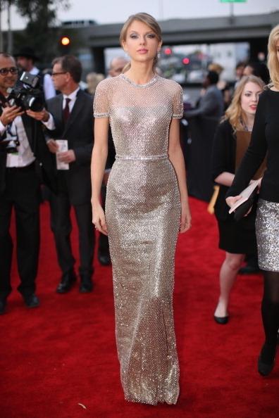 鄉村小天后泰勒•斯威夫特一襲銀白色Gucci禮服。(Photo by Christopher Polk/Getty Images for NARAS)