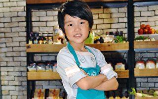 韩系小帅男做蛋糕献父 谢祖武好羡慕