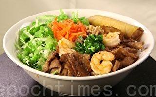 奧巴馬在越南平民餐館吃米粉 獲讚筷子功夫好