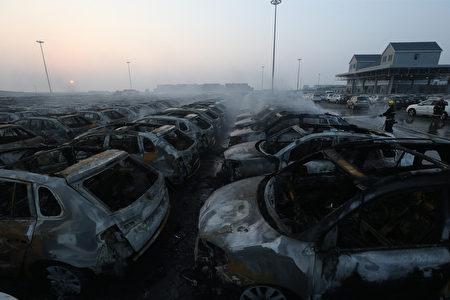 2015年8月13日,天津爆炸现场满目疮痍。(ChinaFotoPress/ChinaFotoPress via Getty Images)