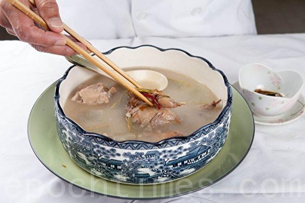 【梁廚美食】冬瓜雲苓鵪鶉湯