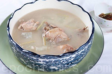 冬瓜云苓鹌鹑汤