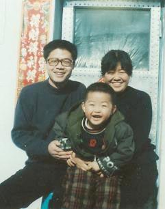 李业泉(后左)一家(明慧网)