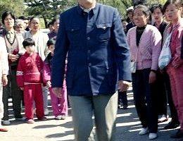 法輪功創始人家鄉各處可見「訴江」標語