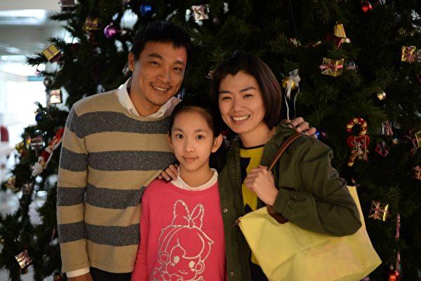 《天使的收音机》剧照。图(由左至右)为东明相、吴若湄、严艺文同时入围金钟迷你剧演员奖项。(公视提供)