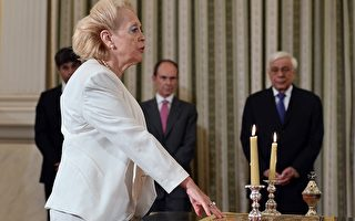 希腊总统任命看守政府 首位女总理诞生