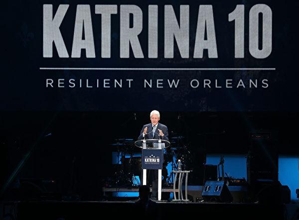 8月29日,美国前总统克林顿在冰沙国王中心,为庆祝纽奥良灾后重生致词。(Joe Raedle/Getty Images)