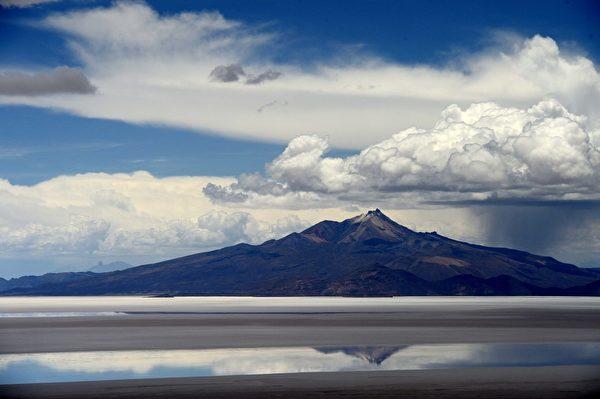 烏尤尼鹽沼是世界最大的鹽沼,位於玻利維亞西南部,面積超過一萬平方公里。(AFP PHOTO / FRANCK FIFE)