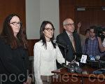 圖:美國矽谷KPCB創投公司前華裔合伙人鮑康如(Ellen Pao)在控告公司性別歧視案中敗訴。圖為鮑康如(左二)3月27日在律師陪同下舉行發布會。(周鳳臨/大紀元)