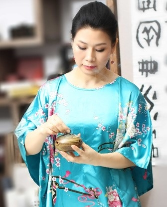 法轮功学员、知名画家郑艾欣女士(明慧网)