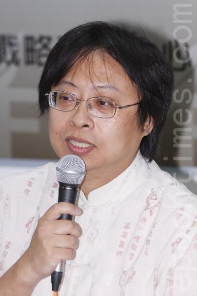 """华人民主书院董事曾建元认为,随着网路技术的发展,""""中共五毛党不见得还能控制言论""""。(大纪元)"""