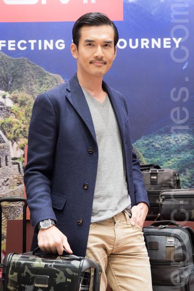 藝人楊一展9月15日在台北出席活動走秀展演行李箱。(陳柏州/大紀元)