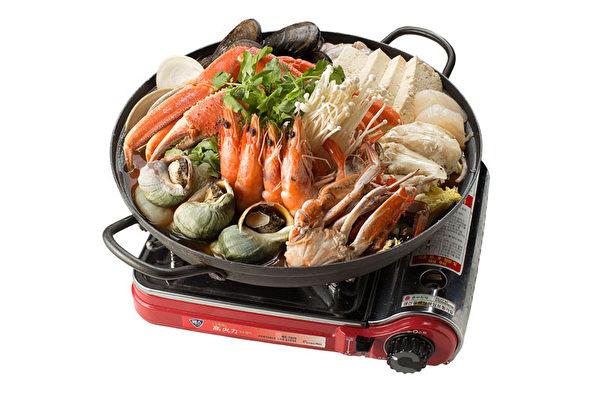 雪蟹海鲜火锅:10种海鲜大聚会。(张学慧/大纪元)