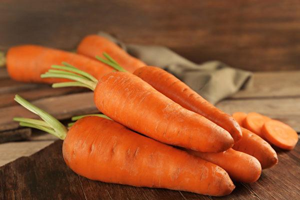 """胡萝卜又称""""东方小人参"""",有护眼、抗癌等功效。"""