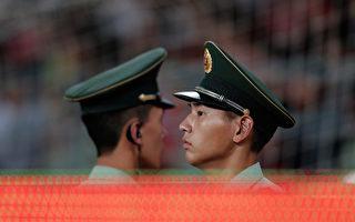 """近期习近平当局对军队高层的清洗不断,中共军队在大调整中。其中成都军区三正军级少将完成""""三角对调""""。(Lintao Zhang/Getty Images)"""