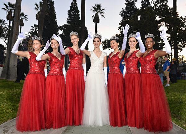 週三(9月30日)﹐39名年輕女子入圍玫瑰花車遊行「皇家宮廷」決賽。圖為2014年1月1日參加帕薩迪納「玫瑰花車遊行」的玫瑰皇后和玫瑰公主。 (Alberto E. Rodriguez/Getty Images)