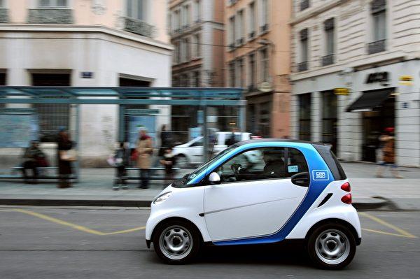 奔驰Smart在2015年1至9月于美国的销售量仅5,432部,比起去年同时期少了32.8%。(PHILIPPE MERLE/AFP/Getty Images)