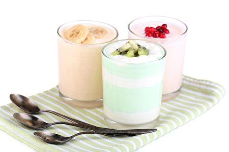 美味的酸奶搭配水果,營養價值高熱量低。(Fotolia)