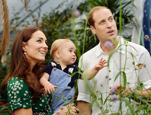 英國王室最有人氣的成員莫過於威廉王子一家人。(左至右):凱特王妃、喬治小王子及威廉王子。(John Stillwell - WPA Pool/Getty Images)